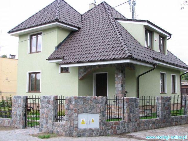 3 pokoje , 2 łazienki kuchnia ( piętro domku jednorodzinnego)