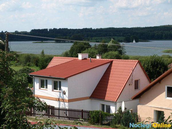 Całoroczne domy na wsi nad jeziorem u Kasi