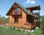 Dom nad jeziorem z kominkiem