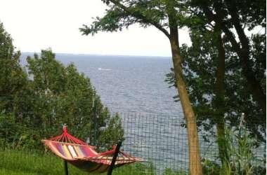 Domek na klifie z widokiem na morze
