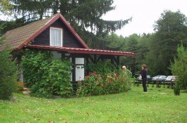 Domek Pod Świerkiem nad jeziorem Smoleńsko i rzeką Gwdą