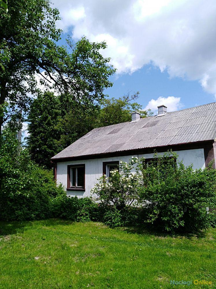 Domek z sadem i ogrodem