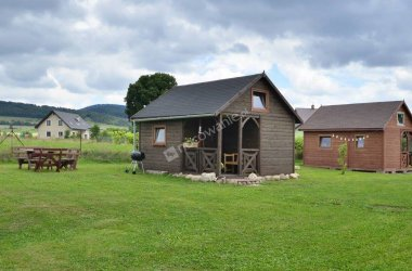 Domki drewniane w Górach Stołowych