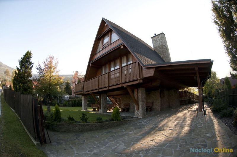 Duży drewniany stylowy dom z kominkiem w Szczyrku