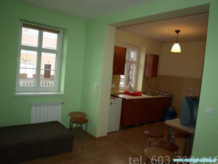 Kwatery, noclegi, pokoje, mieszkania dla firm. Mieszkanie w Kluczborku. Hotel robotniczy.