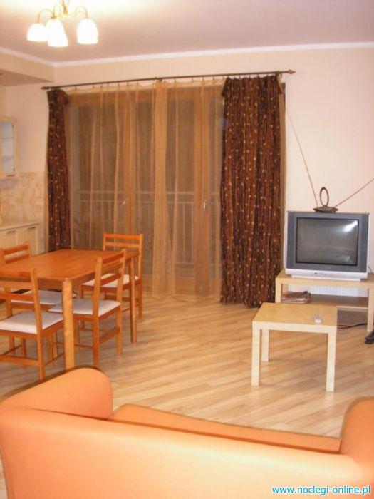 Apartament 6  osobowy - lato 230 PLN/doba; PLATAN