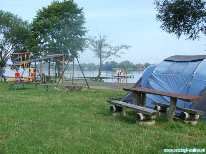 Pole namiotowe i Stajnia JĘDRUSIOWA POLANA nad Jeziorem Białym