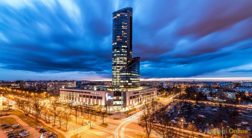 Sky Tower 46th Floor Luxury Apt
