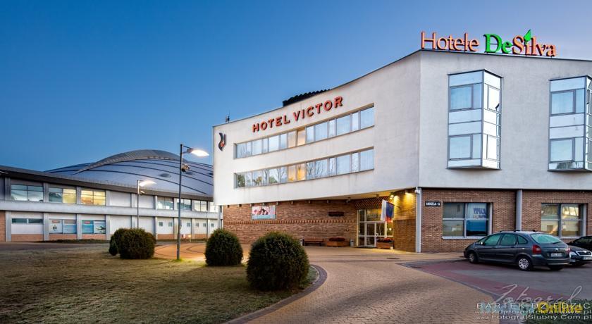 Hotel Victor Pruszków by DeSilva