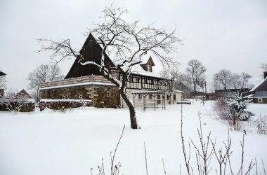 Dom nad polami