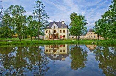 Pałac na Wodzie Staniszów