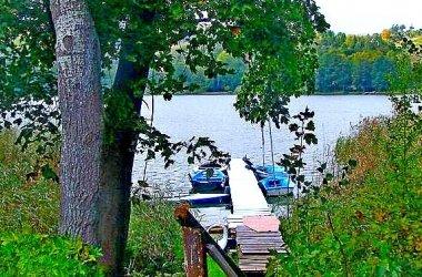 Wczasy, wakacje, noclegi, apartamenty i domki to wypoczynek nad jeziorem.